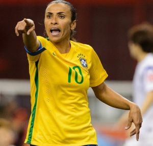 Marta atuando pela seleção brasileira.
