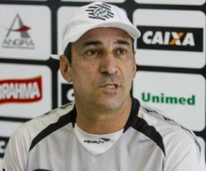 Técnico Vinícius Eutrópio no comando do Figueirense.