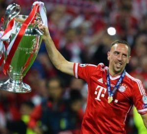 Franck Ribéry com a taça de campeão da Liga dos Campeões 2012/13.
