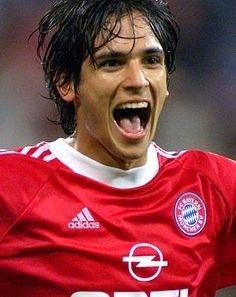 Roque Santa Cruz jogando pelo Bayern de Munique.