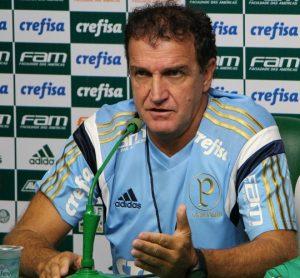 Treinador Cuca em entrevista pelo Palmeiras.