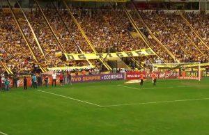 Torcida do Criciúma sempre presente no Estádio Heriberto Hulse.