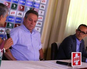 Peter Siemsen, Abel Braga e Pedro Abad na apresentação do treinador.