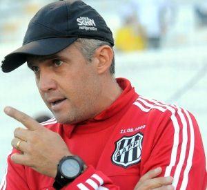 Eduardo Baptista como treinador da Ponte Preta.