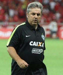 Técnico Gilson Kleyna perdeu o estadual e foi eliminado da Copa do Brasil.