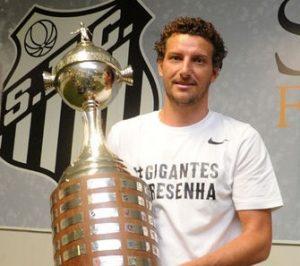 Elano, campeão da Copa Libertadores pelo Santos FC em 2011.