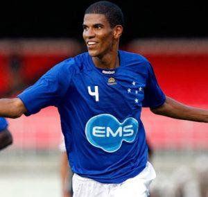 Leonardo Silva atuando pelo Cruzeiro.