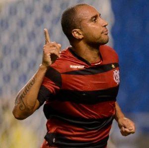 Deivid comemorando gol pelo CR Flamengo.