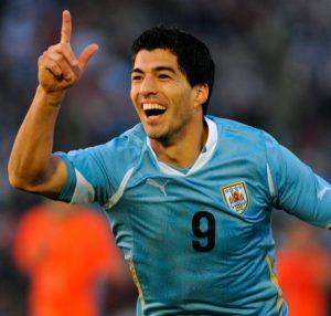 Luis Suárez comemorando gol pela seleção da Argentina.