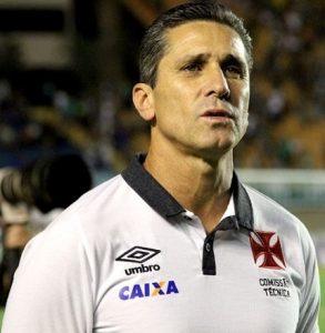Técnico Jorginho como treinador do Vasco da Gama.
