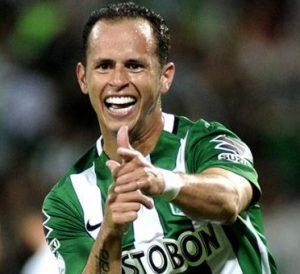 Guerra comemorando gol pelo Atlético Nacional.