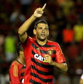 Diego Souza comemorando um de seus vários gols pelo Sport em 2016.