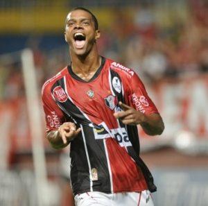 Bruno Rangel defendendo o Joinville.