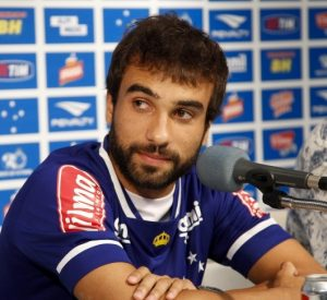 Gabriel Xavier em entrevista pelo Cruzeiro.