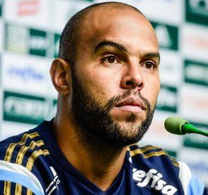 Alecsandro em entrevista pelo Palmeiras.