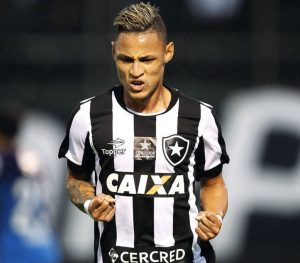 Neilton atuando pelo Botafogo em 2016.