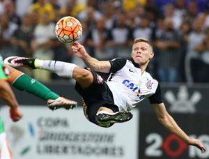 Marlone em lance do gol que o credenciou a finalista do Prêmio Puskás.