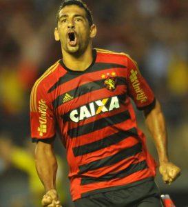 Diego Souza comemorando gol pelo Sport Recife.