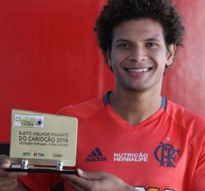 Willian Arão, melhor volante do Campeonato Carioca de 2016.